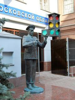Памятник в москве герою михалкова заказать со свечойию на памятник щучине