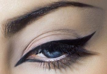 Как красиво накрасить себя косметикой